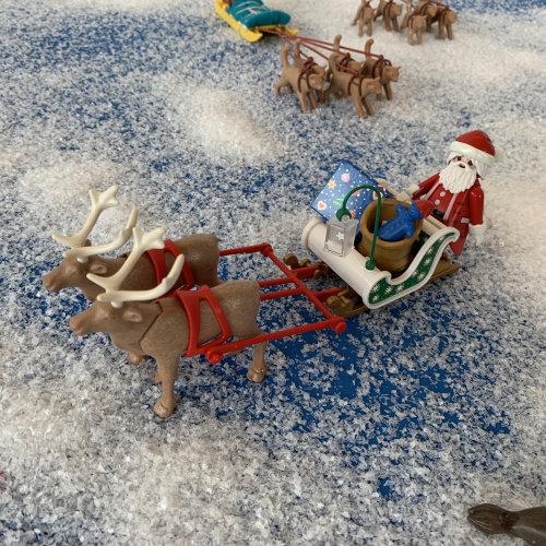 Eine winterliche Schaulandschaft bereichert aktuell die Playmobil Sonderausstellung. (Foto: Oliver Schaffer)