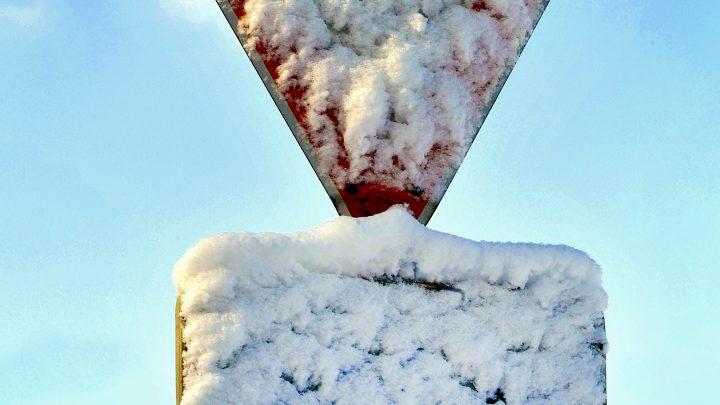 Autofahren in der kalten Jahreszeit: Sicher unterwegs auf winterlichen Straßen